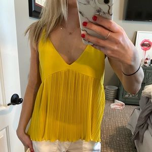 FOREVER 21 CONTEMPORARY SIZE MEDIUM YELLOW TOP